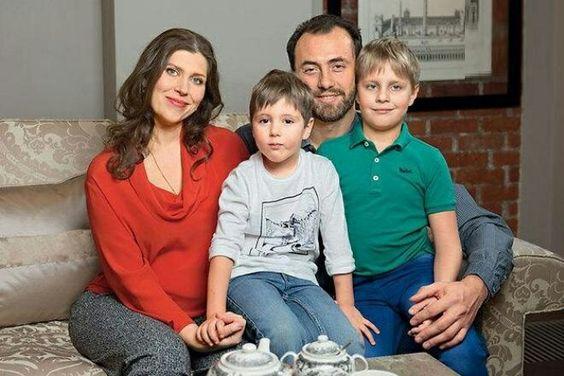 Екатерина Порубель с мужем и детьми.