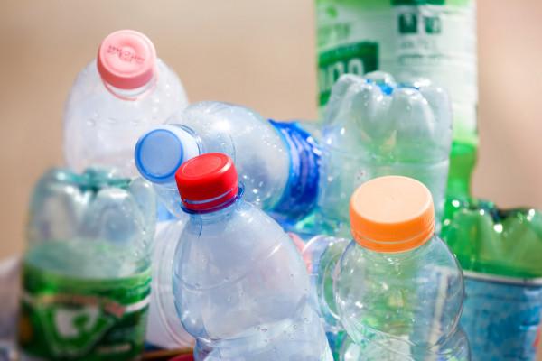 Пластмассовые бутылки — стоковое фото