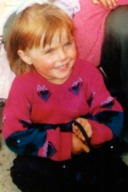 По этой детской фотографии Олю опознала родная тетя.